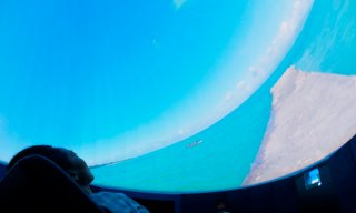 9㍍のドームに投映される八重山の風景。その後、夕焼け、満天の星と続く=18日午前、いしがき島 星ノ海プラネタリウム