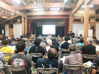 町が観光事業者を対象に開いた地域自然資産法の事業実施に向けた説明会=23日、竹富島まちなみ館