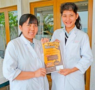 仲道さん(右)と西蔵盛さんがカフェコラボ企画をPRした=24日午前、「Natural Garden Cafe PUFF PUFF」