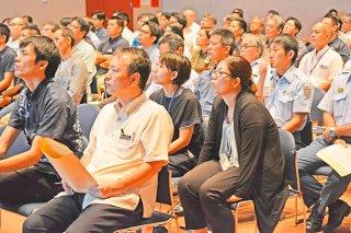 防災講演会は午前中に市役所職員、夜は市民を対象に行われた=30日午前、石垣市民会館中ホール