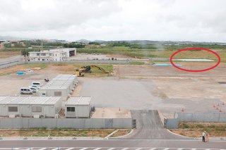 石垣市役所新庁舎建設地。右奥の真栄里ヘリポートは来月6日から使用できない見通しとなっている=18日午後、石垣市真栄里