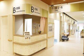 来月2日から紹介状なしには受診できない八重山病院の内科=19日午後