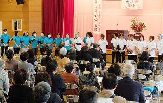 オープニングセレモニーで活動内容などを紹介する団体=1日午前、石垣市健康福祉センター
