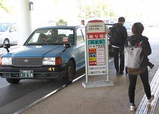クルーズ船減少で影響を受けているタクシー業=18日午後、ユーグレナ石垣港離島ターミナル
