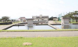 築52年を迎え、全面更新の検討が必要とされている石垣浄水場=8日