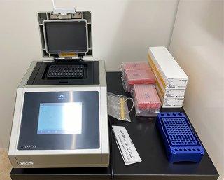 PCR検査機器の一部(同病院提供)