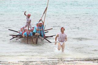 黒島伝統の「パーレークイ」。ことしは新型コロナの影響で中止に=2019年7月21日、宮里海岸