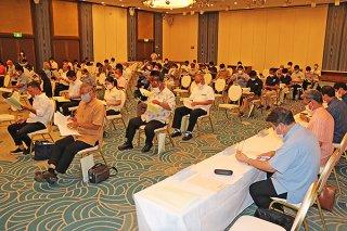 第57回総会に出席した会員ら=26日午後、アートホテル石垣島