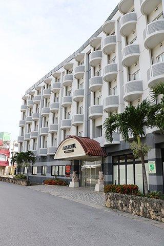 沖縄県が4日から無症状・軽症者の療養施設として開設したアパホテル=4日午後、市内浜崎町