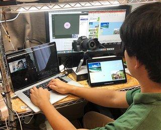 香港の会社とオンライン商談を行う川平ファームの橋爪大樹専務=24日、登野城の橋爪さん宅(提供)