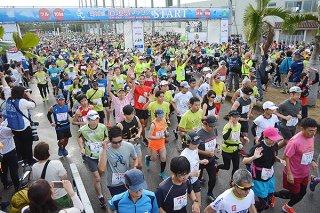 3部門合計4089人のランナーが参加した第18回石垣島マラソン=1月26日、石垣市中央運動公園