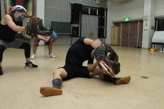 本番に向け、獅子頭のみで練習する平得公民館文化部の男性ら=8月27日午後、平得公民