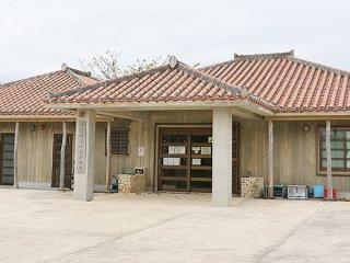 竹富町は竹富診療所の敷地内に、新型コロナウイルスの疑い者を診察するため、コンテナ設置を計画(資料写真)