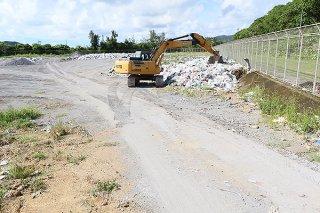 残余埋め立て期間は1年半と想定されている石垣市一般廃棄物最終処分場=16日午後