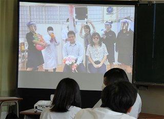 八重山農林高校ピア部が制作した未成年飲酒や喫煙の害を伝えるドラマ=23日午後、同校教室