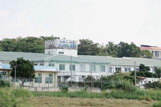 回復期の入院患者9人に新型コロナウイルス感染が確認されたかりゆし病院=16日、石垣市新川