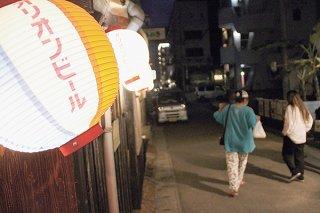 県は居酒屋などに時短営業を求めているが、時短解除する店舗が出始めている=8日夜、美崎町