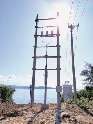 インターネット用光ケーブルの関連施設。来月からサービスが提供される=2月7日、鳩間島