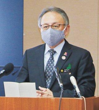 危機感を示し、感染対策への協力を呼び掛ける玉城デニー知事=24日、県庁