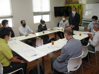 竹富島の準景観地区指定について話し合われた2020年度第1回会議=29日午後、教育委員会会議室