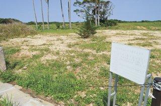 リゾートホテル建設計画が再浮上している遊休地=8日午前、川平
