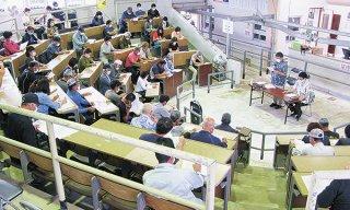畜産農家を対象に行われた県畜産振興公社の補助事業説明会=22日午後、八重山家畜市場