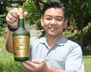 「八重泉樽貯蔵」が2年連続の最高金賞に選ばれた=25日午後、八重泉酒造
