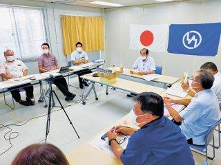 県内の市町村がWeb会議で新型コロナに関連する要望を県に行った=4日午後、竹富町役場仮庁舎