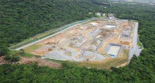 沖縄防衛局の伐採通知書に疑義が出る中、旧ジュマールゴルフガーデンの周辺(左下)で伐採が行われている=1日(石垣ドローンチーム撮影・石垣島に軍事基地をつくらせない市民連絡会提供)
