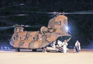27日、陸自第15旅団が与那国町の陽性者をヘリで石垣市に搬送した(防衛省統合幕僚監部のツイッターより)
