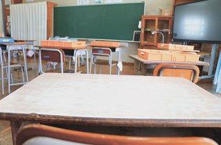 コロナ禍で子どもたちの学びの保障が叫ばれる中、次年度以降も個に応じた学習支援は継続できるのだろうか=石垣市内の学校