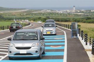 宮良―空港までの県道石垣空港線が部分供用された=10日午後、宮良