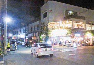 緊急事態宣言発令から100日以上たち、午後8時以降も営業する飲食店も4割に上っている=10日夜、美崎町