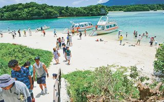 石垣市は第2次観光基本計画(2022~31年)の策定に着手する=2019年7月27日、川平公園(資料写真)。